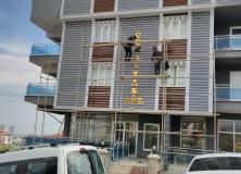 altin-sari-alikor-kesim-aynali-dekota-foreks-harf-apartman-bina-yazisi-22