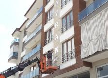 gumus-alikor-kesim-aynali-dekota-foreks-harf-apartman-bina-yazisi-21